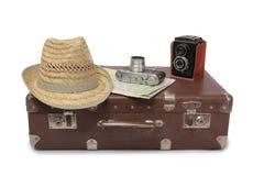Koffer en retro camera zeven Stock Foto's