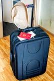 Koffer, hoed en documenten voor vakantie Stock Fotografie