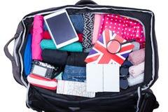 Koffer met hoogtepunt van kleding wordt geopend die royalty-vrije stock foto