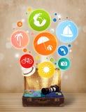 Koffer mit bunten Sommerikonen und -symbolen Lizenzfreie Stockfotos