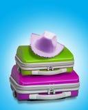 Koffer mit Hut Stockbilder