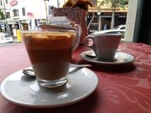 Koffie alleen of latte? Stock Afbeelding