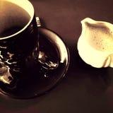 Koffie bij art deco café Stock Afbeelding