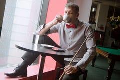 Koffie in biljartclub royalty-vrije stock fotografie