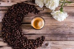 Koffie, bloemen, sterke koffie, koffie, cafelife, drank, coffelover Stock Afbeeldingen
