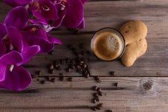 Koffie, bloemen, sterke koffie, koffie, cafelife, drank, coffelover Stock Afbeelding