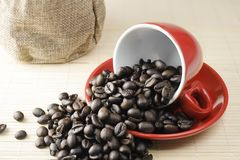 Koffie brean in rode kop stock afbeeldingen