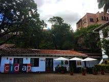 Koffie buiten het CIDAP-Museum in Cuenca Ecuador Stock Afbeelding