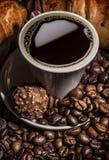 Koffie, croissants en chocolade Royalty-vrije Stock Afbeelding