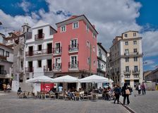 Koffie in de oude stad - Lissabon Royalty-vrije Stock Foto's
