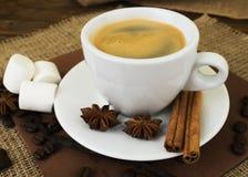 Koffie De witte espresso van de kopkoffie Royalty-vrije Stock Afbeeldingen
