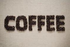 Koffie die met bonen wordt gespeld. Royalty-vrije Stock Fotografie