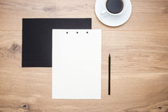 Koffie, document en potlood royalty-vrije stock afbeelding