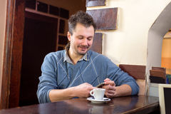 Koffie in een bar stock afbeeldingen