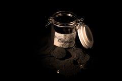 Koffie in een glaskruik Royalty-vrije Stock Foto's