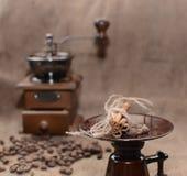 Koffie in een koffiemolen Royalty-vrije Stock Foto