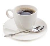 Koffie in een kop op witte achtergrond wordt geïsoleerd die stock foto's