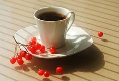 Koffie in een witte porseleinkop Stock Afbeelding