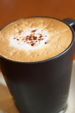 Koffie in een zwarte kop Royalty-vrije Stock Afbeeldingen