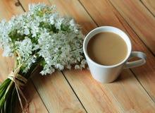 Koffie en bloemen Royalty-vrije Stock Afbeelding
