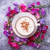 Koffie en bloemen stock afbeelding