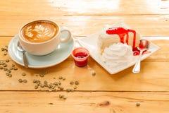 Koffie en Cake Stock Afbeeldingen