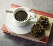 Koffie en cakes stock fotografie