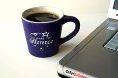 Koffie en Computer Stock Afbeeldingen