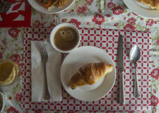 Koffie en Croissant Stock Afbeelding