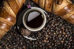 Koffie en croissants Stock Foto