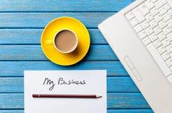 Koffie en document met Mijn Bedrijfswoorden dichtbij notitieboekje Stock Foto