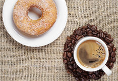 Koffie en Doughnut stock foto's