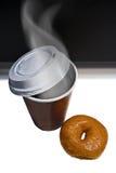 Koffie en Doughnut Stock Foto