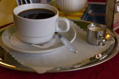 koffie en Duitse pretzel royalty-vrije stock afbeeldingen