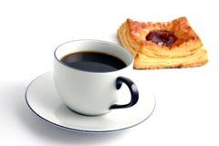 Koffie en een broodje royalty-vrije stock afbeeldingen