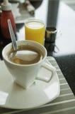 Koffie en jus d'orange. Royalty-vrije Stock Afbeeldingen