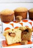 Koffie en karamelcakes Royalty-vrije Stock Foto's