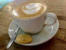 Koffie en koekje klassiek stock afbeeldingen