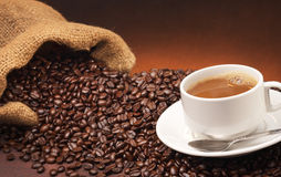Koffie en koffiebonen Stock Afbeeldingen