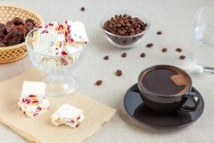 Koffie en noga stock foto