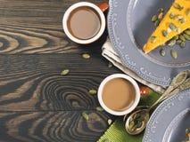 Koffie en pompoenpasteiachtergrond Royalty-vrije Stock Afbeelding