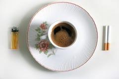 Koffie en sigaretten Royalty-vrije Stock Foto's