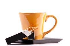 Koffie en Sigaretten Stock Fotografie
