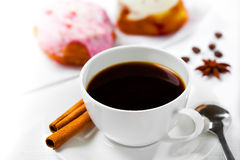 Koffie en snoepjes Stock Foto