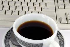 Koffie en toetsenbord Royalty-vrije Stock Foto's