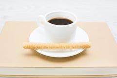 Koffie en wafeltje stock afbeeldingen