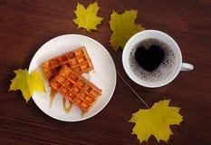 Koffie en zachte wafeltjes Stock Foto