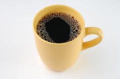 Koffie in gele mok Stock Afbeeldingen