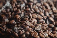 Koffie het roosteren Royalty-vrije Stock Afbeeldingen