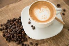 Koffie latte art. Stock Afbeeldingen